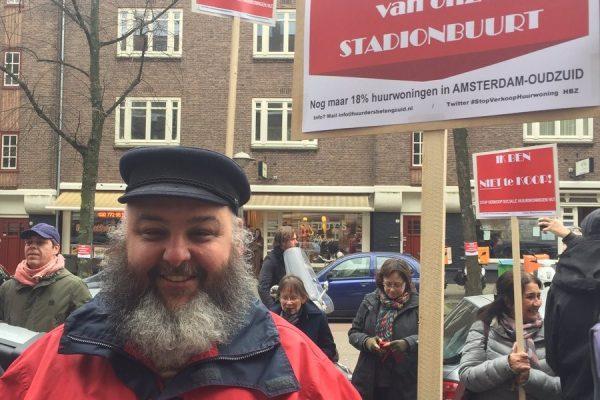 Honderden bewoners bij demonstratie Wijkraad tegen verkoop sociale huurwoningen